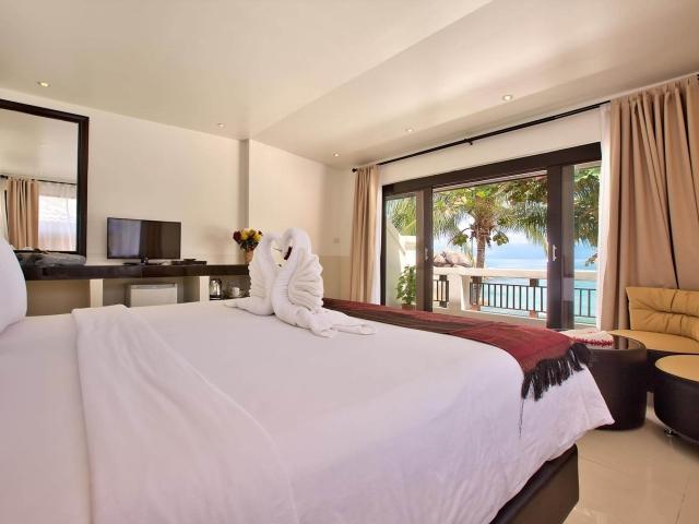 Crystal Bay Beach Resort Beach Front Deluxe 4